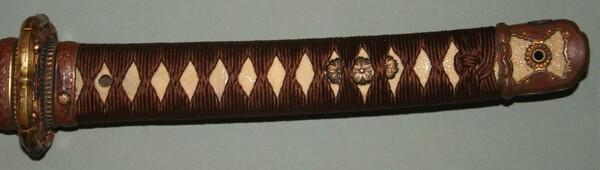 Kaneyuki - tsuka with steel showing thru same.jpg