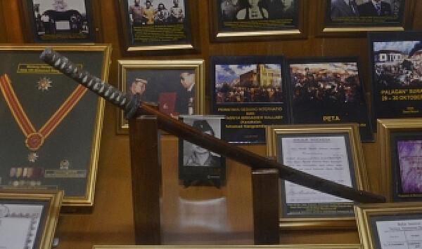 PETAmuseum_Sidarho_sword.jpg